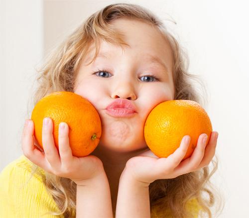 ăn cam có tốt cho trẻ nhỏ không