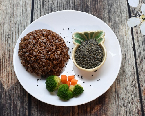 ăn cơm gạo lứt giảm béo