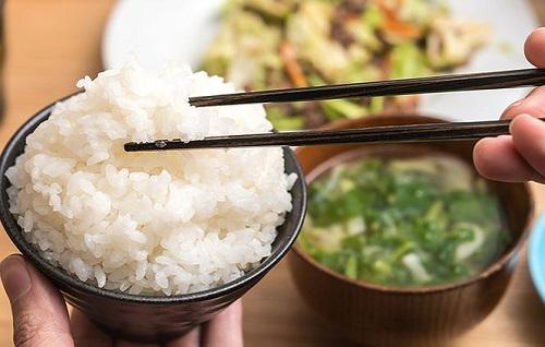 ăn cơm giảm cân