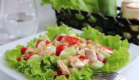 Salat cá ngừ cho bữa tối
