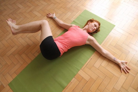 Hướng dẫn bài tập Yoga giảm cân nhanh tại nhà cho chị em3