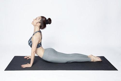 Yoga tư thế rắn hổ mang