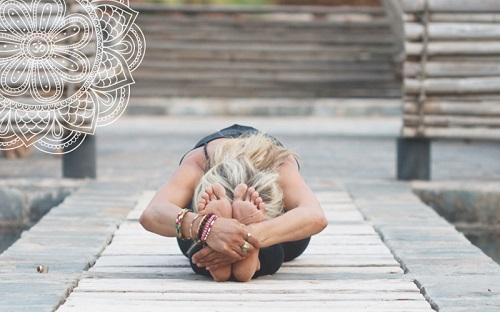 yoga tư thế ngồi gập mình