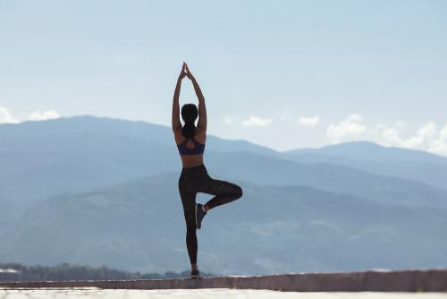 yoga tư thế ngọn núi