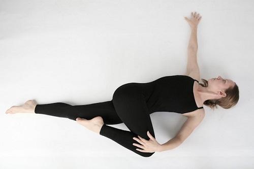 yoga xoay nghiêng